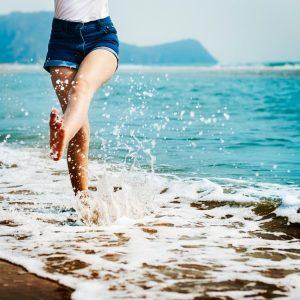 happy-woman-near-ocean